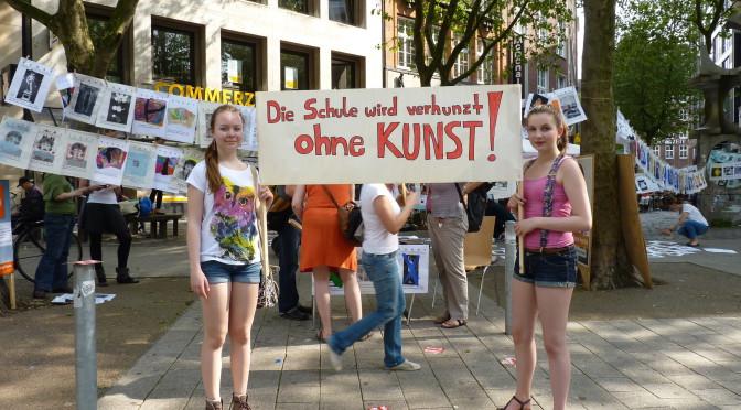 """Rückblick auf die Protestaktion """"Bildung braucht Bilder"""""""